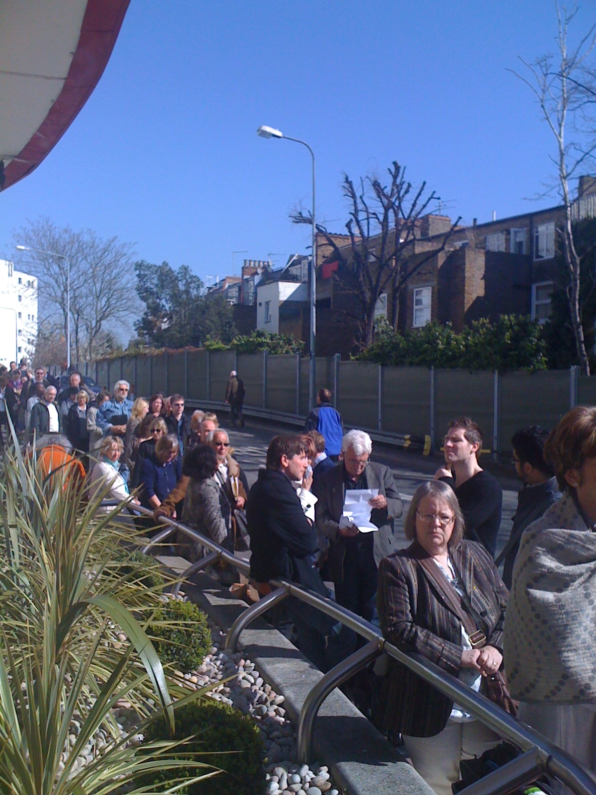 Queue Outside EC